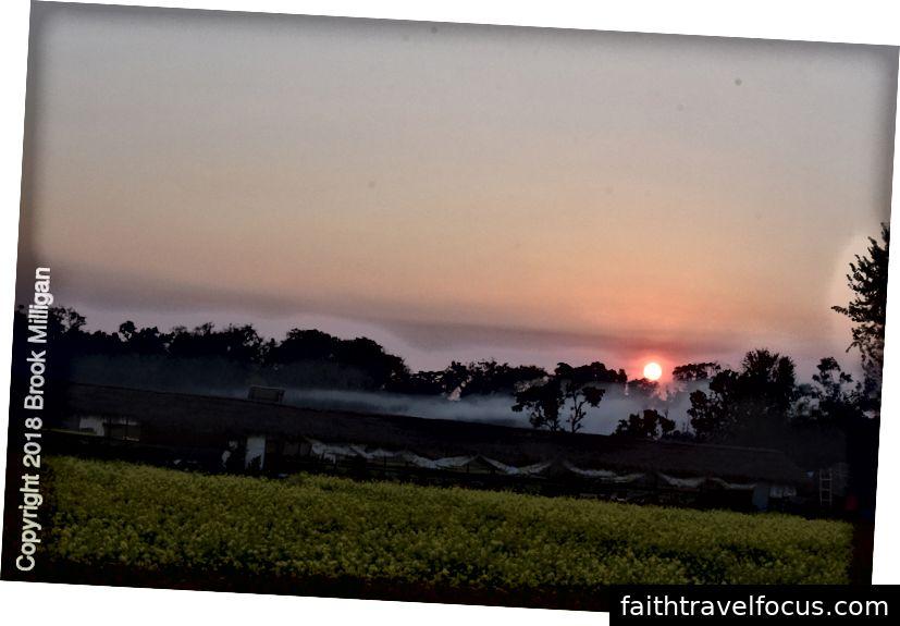 Khi mặt trời lặn, chúng tôi gần như đến Bardea.