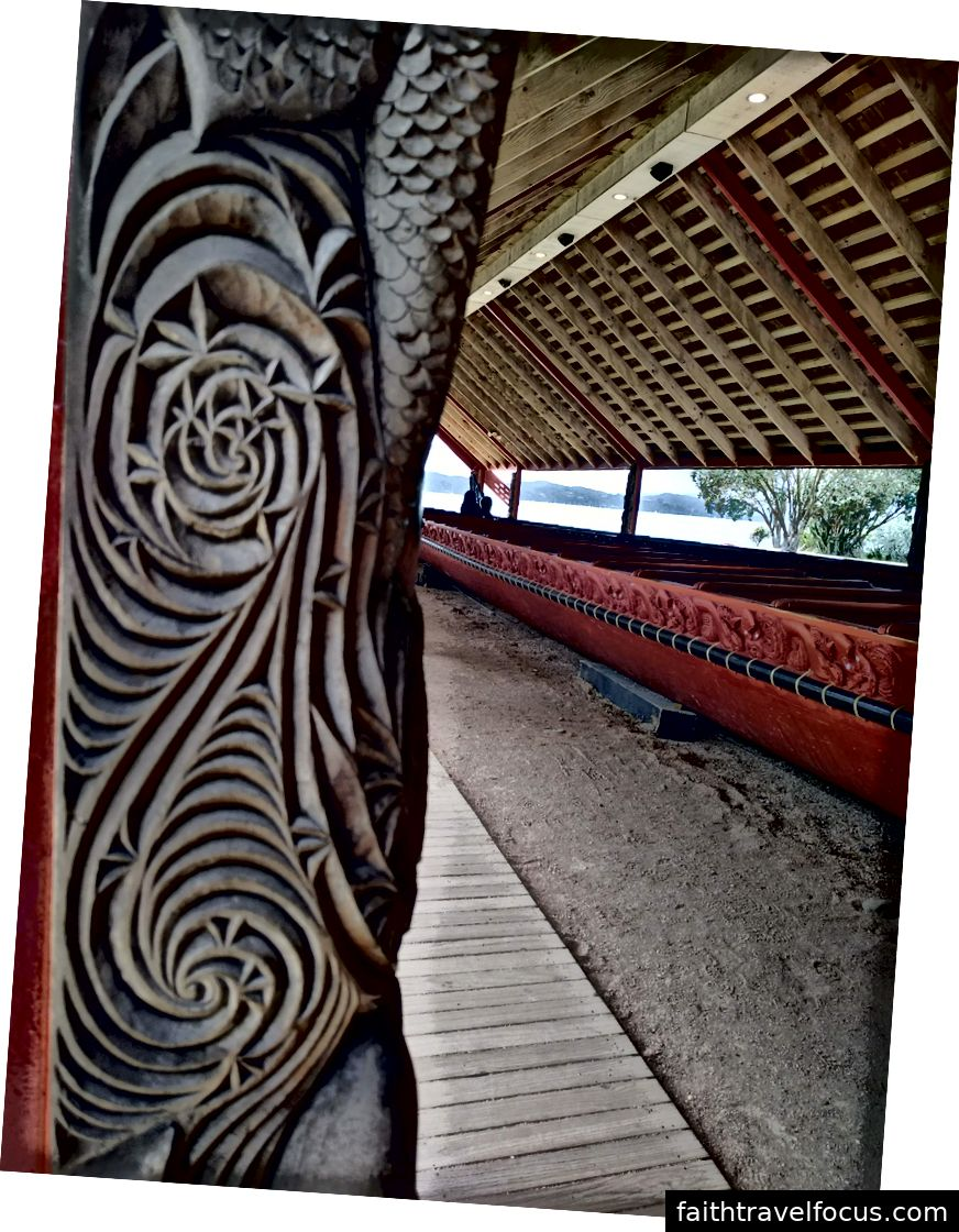 Thứ nhất: Nơi trú ẩn của tàu chiến, Thứ hai: Tàu chiến và chạm khắc Maori