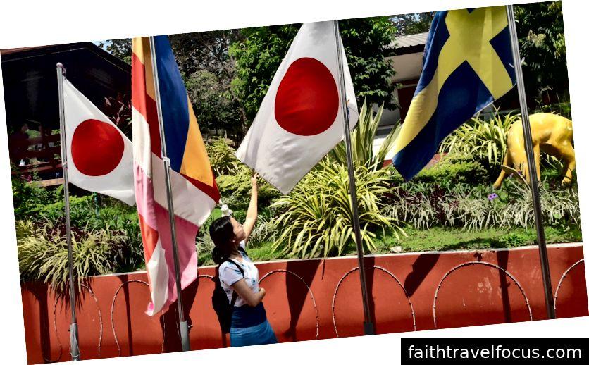 với cờ Nhật Bản
