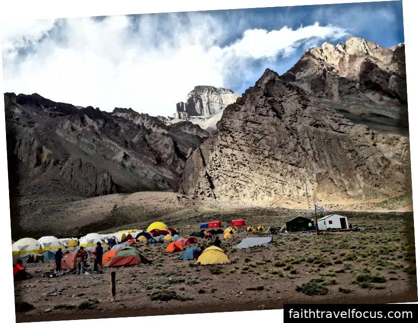 Camp Confluencia - nơi những người leo núi chuẩn bị cho sự thăng thiên của họ