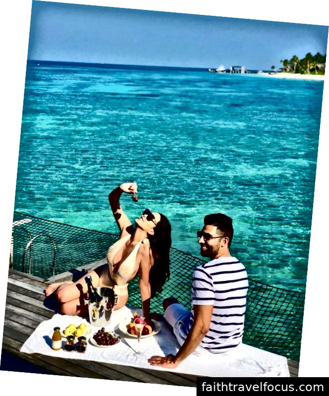 Dhar Mann và bạn gái Laura G ở Maldives