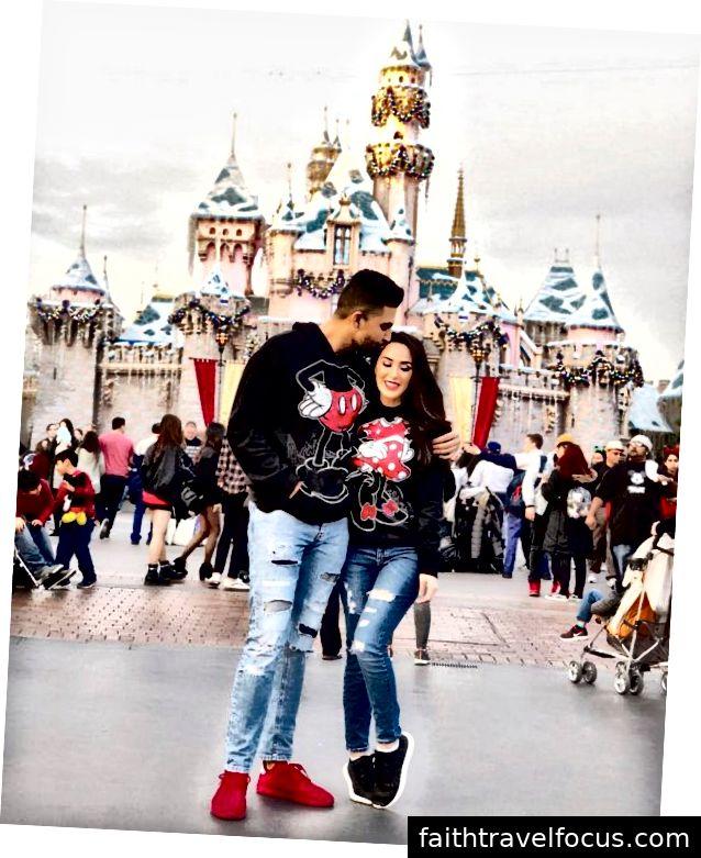 Dhar Mann và bạn gái Laura G kỷ niệm ngày lễ tình nhân ở Disneyland