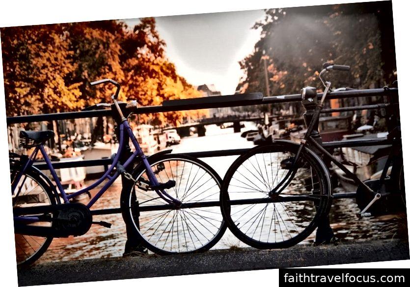 Các quốc gia như Đan Mạch và Hà Lan khuyến khích sử dụng xe đạp