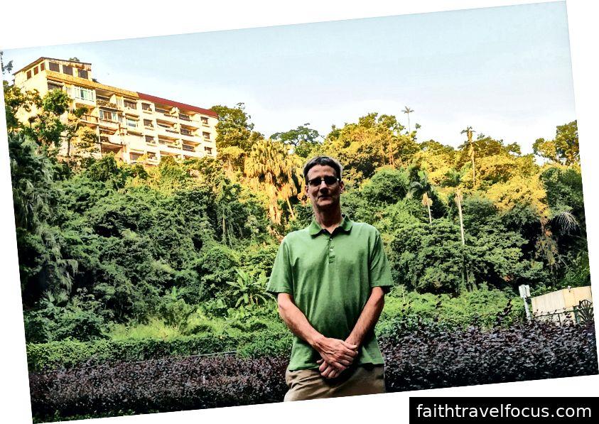 Trên đường đến Pháo đài Guia, một công viên nhỏ quyến rũ đã tạo nên vị trí đắc địa với bảy ngàn (ước tính).