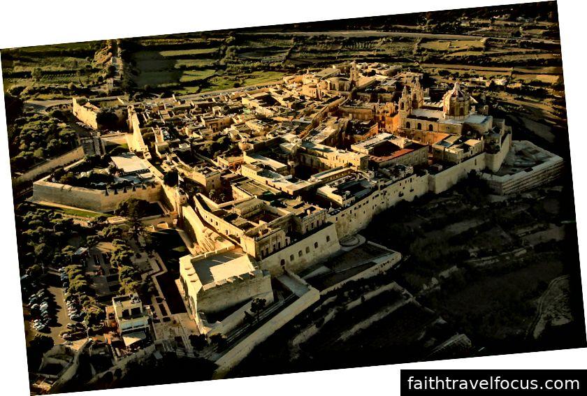 Một cảnh trên không của Mdina-Thành phố lâu đời nhất ở Malta