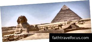 Kim tự tháp Giza (chú ý Kim tự tháp thực sự bị lệch)