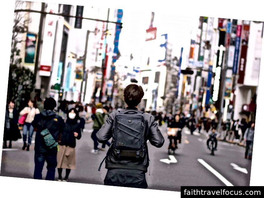 Bắt đầu sự nghiệp tại Nhật Bản.