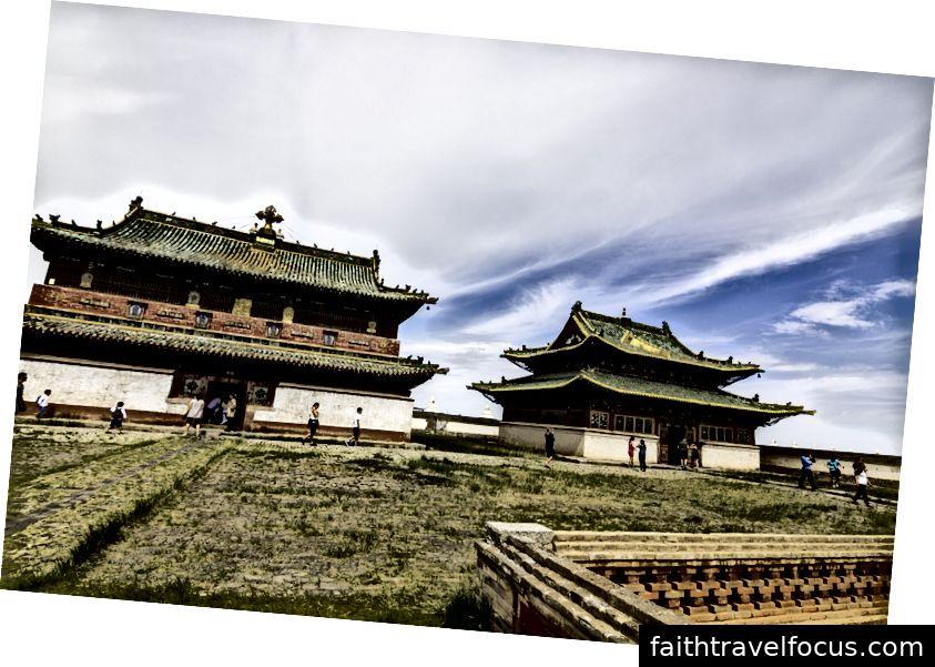 Tu viện Erdene Zuu, Karakorum Hay nổi bật.