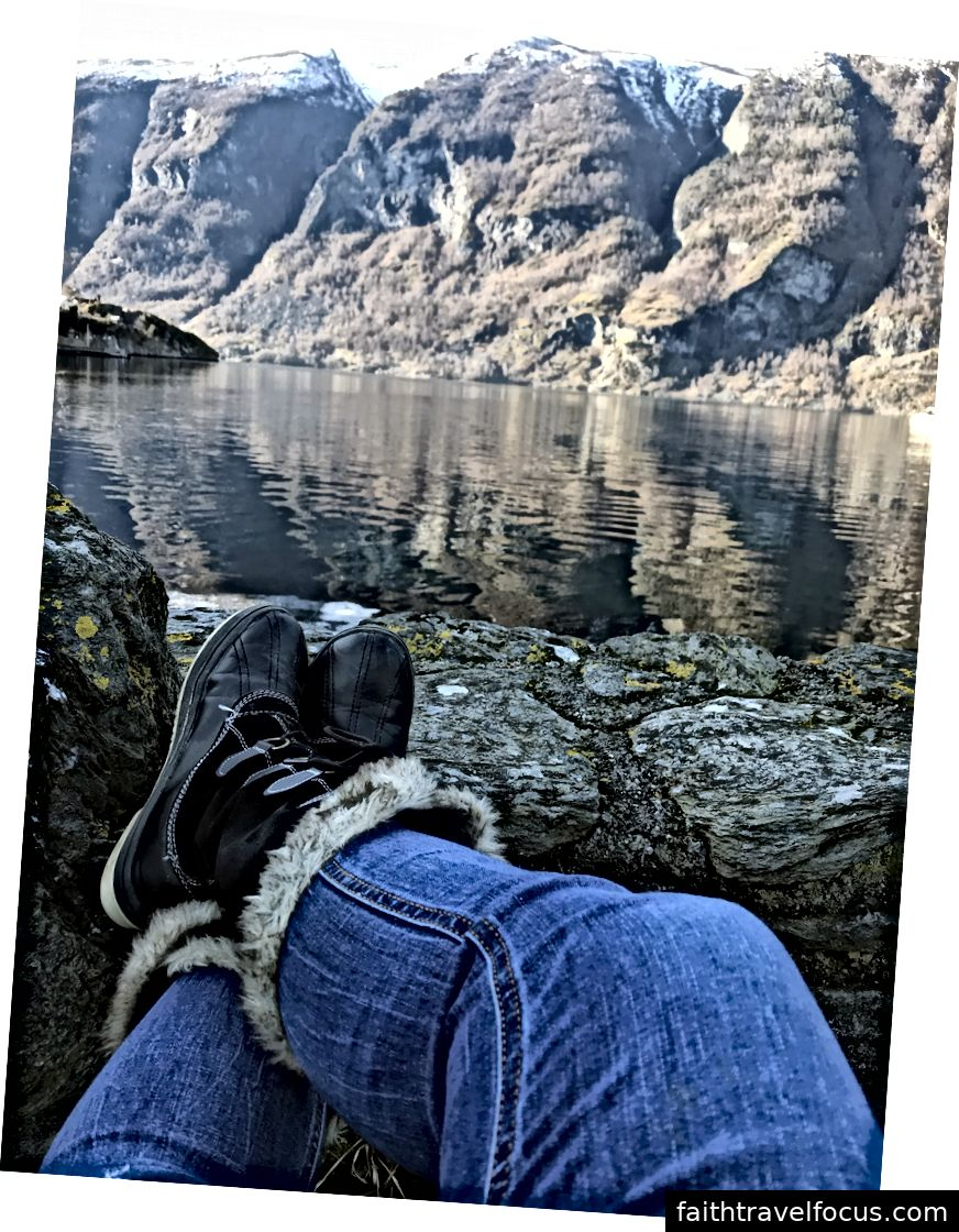 Thư giãn trong cái lạnh của vịnh hẹp sau khi bị thả xuống ở Aurland