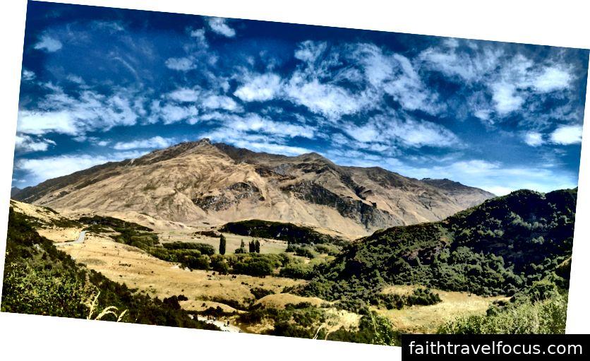 Ngoài ra, quan điểm tuyệt vời hơn của những ngọn núi xung quanh