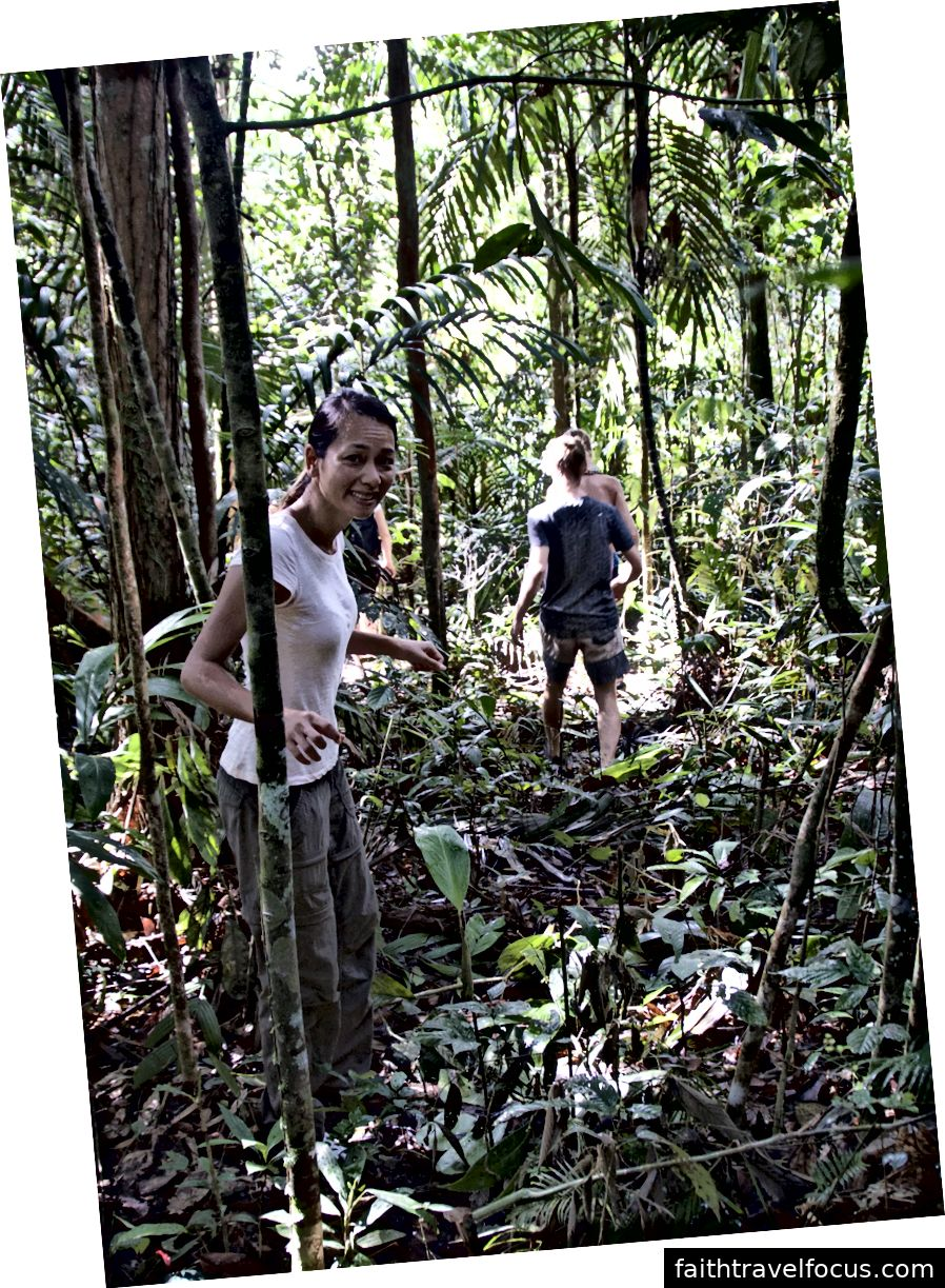 Đi đơn vào rừng rậm; dấu hiệu cảnh báo rõ ràng từ một bộ lạc địa phương không đi lạc vào lãnh thổ của họ; vâng, tôi rất khó chịu khi nhìn vào bức ảnh này!