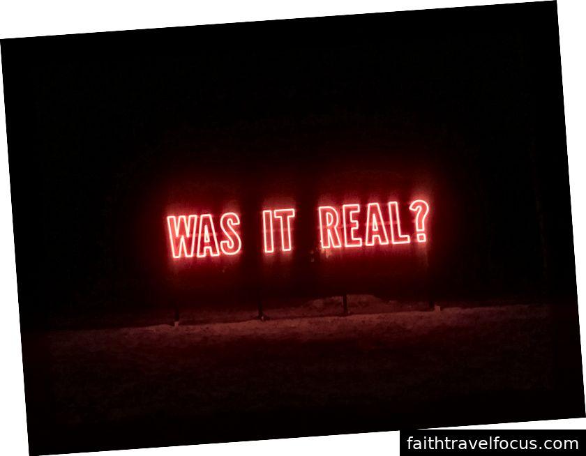 Dấu hiệu neon của Kendall Weir ở Marfa, TX