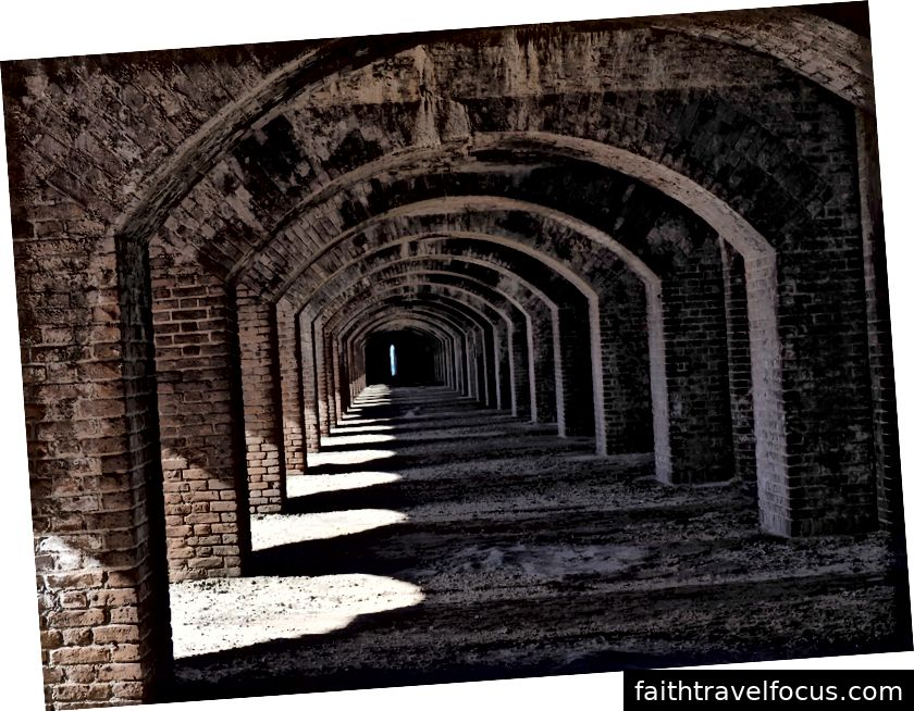 Lối chơi của ánh sáng trong pháo đài thật khó cưỡng