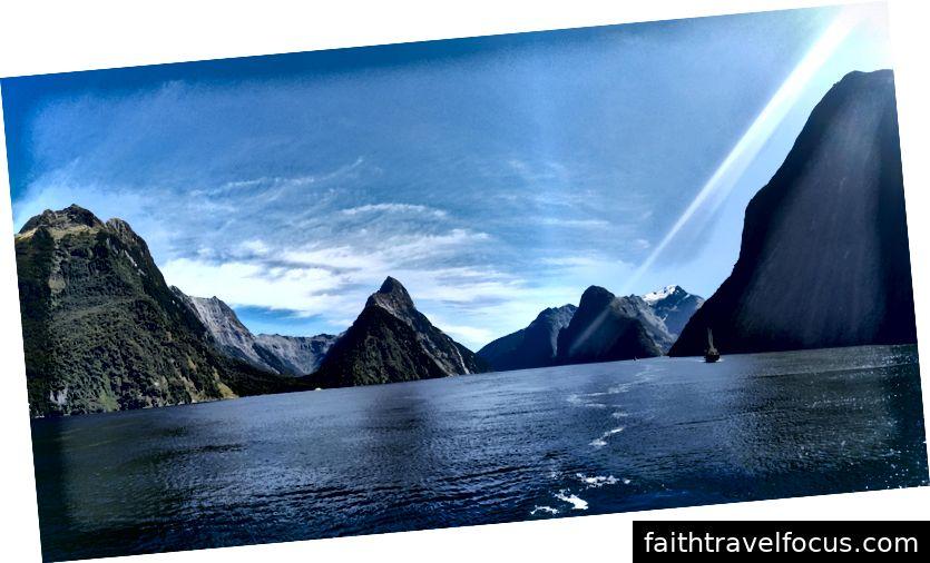 Thật tuyệt vời khi nghĩ rằng toàn bộ cảnh quan này đã được chạm khắc bởi sông băng