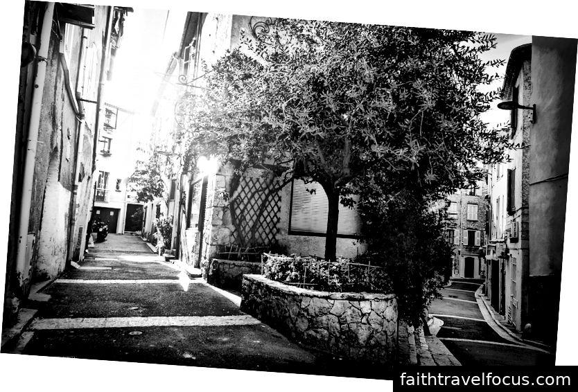 Những con đường quyến rũ ở Antes, Pháp