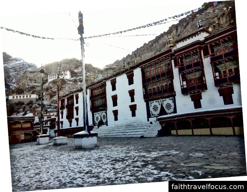 Thế kỷ 17, kiến trúc Tây Tạng - Tu viện Hemis (cách thành phố Leh khoảng 50 km)