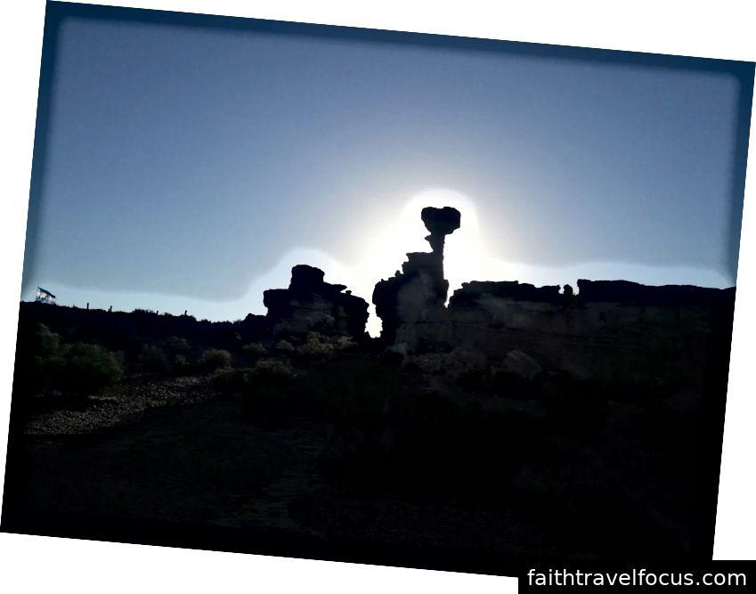 Tàu ngầm Hình thành đá ngầm trong công viên Ischigualasto, tỉnh San Juan, Argentina