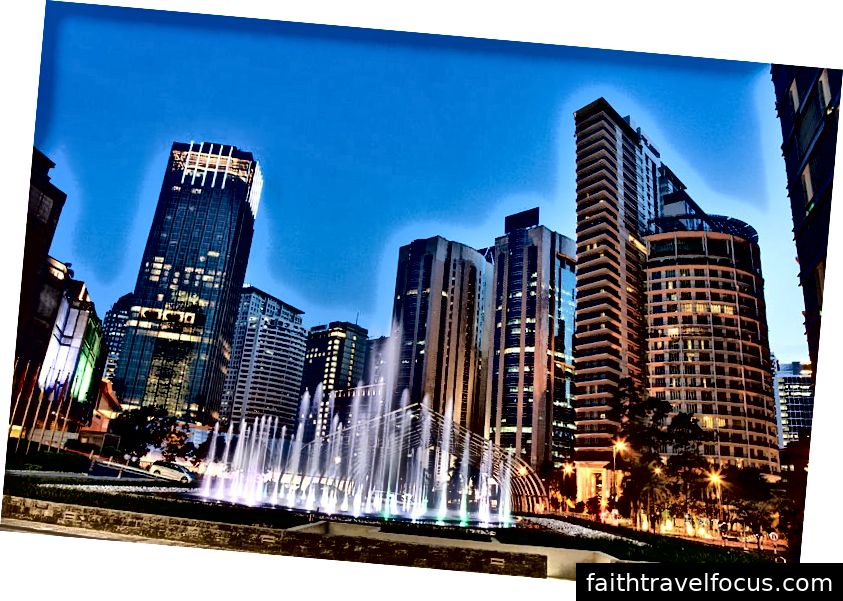 Trung tâm thành phố Kuala Lumpur | Img bởi: Jakub Michankow qua Wikimedia Commons, CC BY 2.0