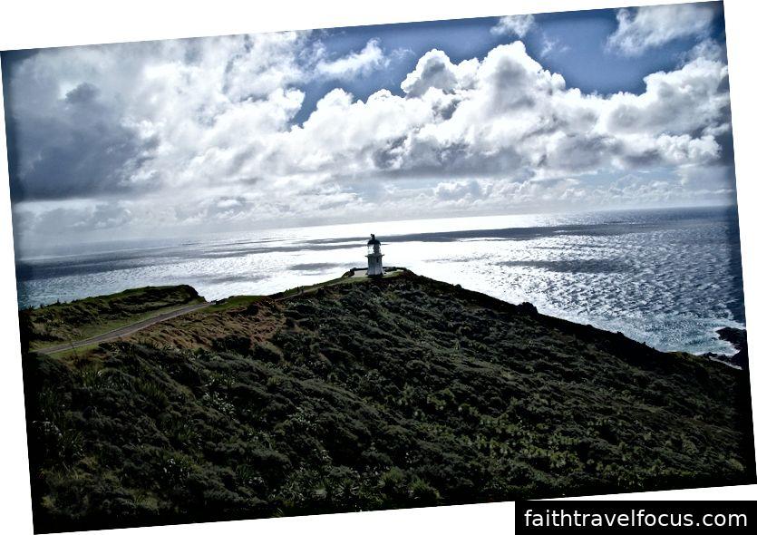 Cape Reinga - Cảnh biển và bãi biển tuyệt đẹp và thảm thực vật màu hỗn hợp đáng yêu