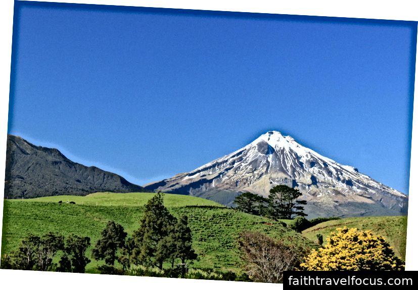 Núi Taranaki Còn được gọi là Núi Egmont từng là ngọn núi mang tính biểu tượng trong bộ phim Tom Cruise The Last Samurai.