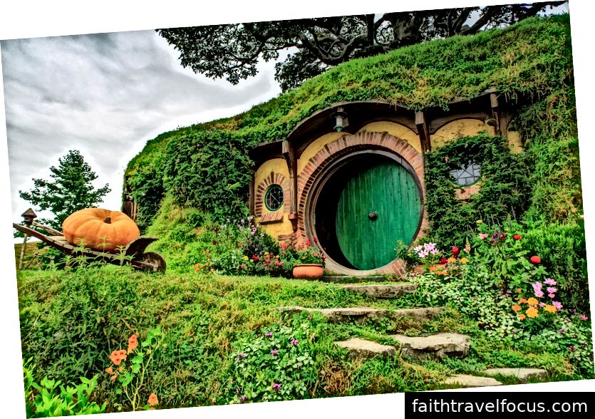 Bộ phim Hobbiton mang đến trải nghiệm thú vị và giải trí kết hợp bộ phim nổi tiếng như được thấy trong bộ ba Chúa tể của những chiếc nhẫn và bộ ba Hobbit