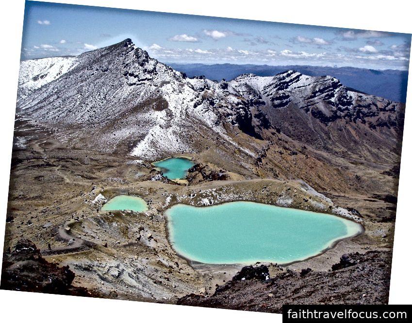 Vườn quốc gia Tongariro giữ vị trí Di sản Thế giới kép của UNESCO. Đây là ngôi nhà của ba ngọn núi lửa đang hoạt động.