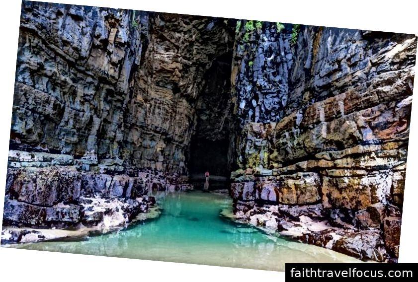 Hang Waitomo chiếm một vị trí cao trong danh sách mong muốn kỳ nghỉ ở New Zealand.