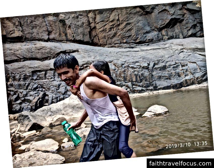 Thác nước Agaya Gangai