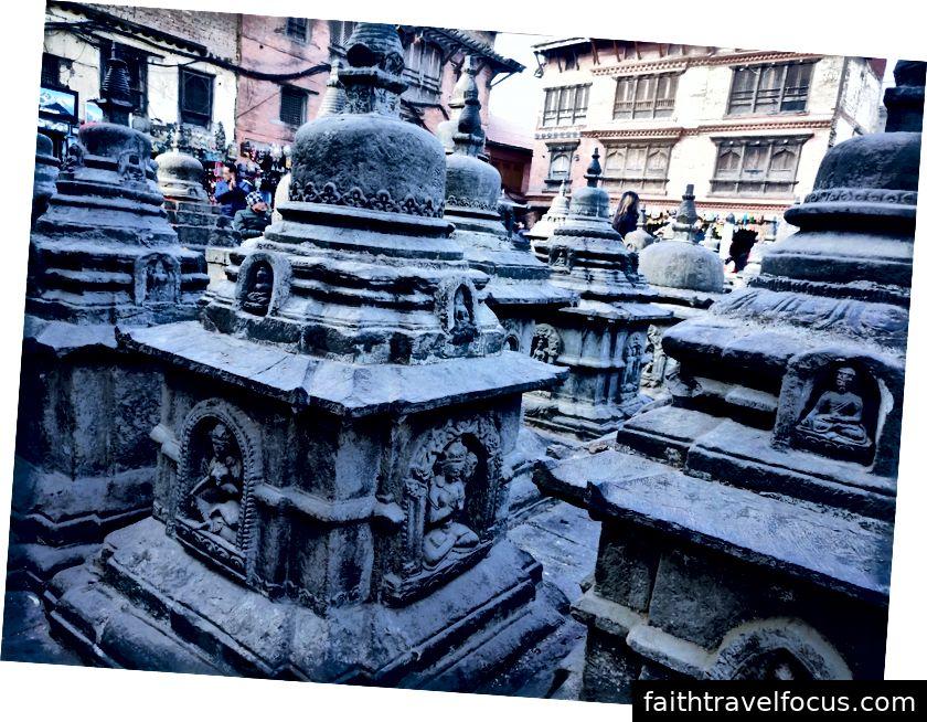 Một góc nhìn bên trong ngôi đền Khỉ nổi tiếng.