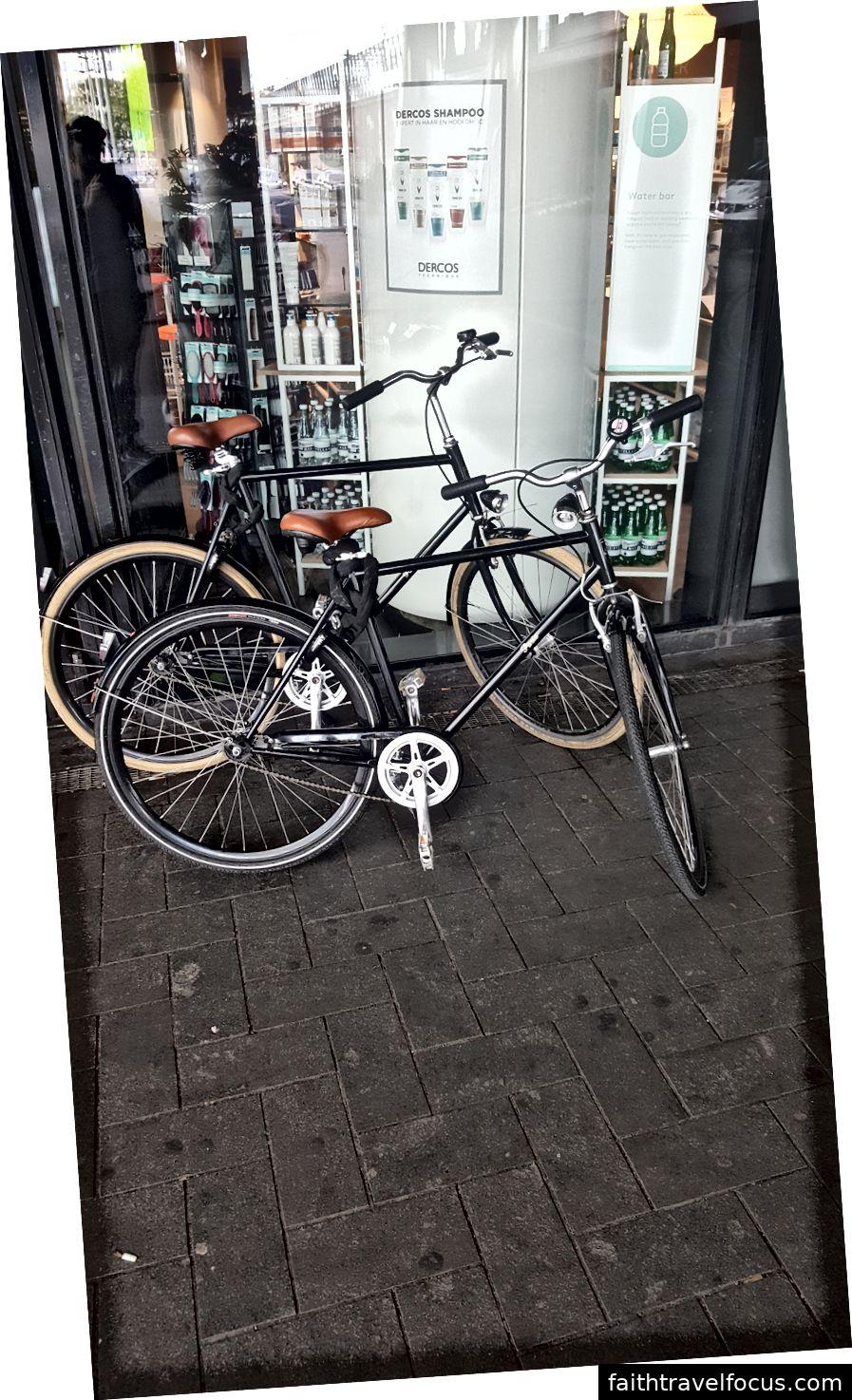 Những chiếc xe đạp này cũng có phanh coaster.