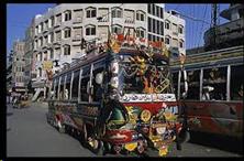 Xe buýt màu rực rỡ