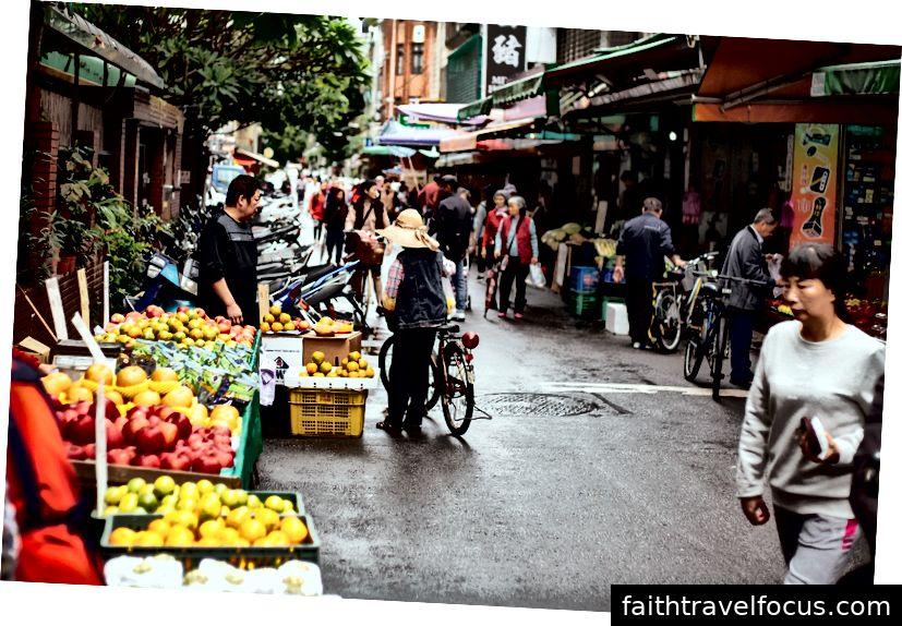 Sự hối hả và nhộn nhịp của đường phố Đài Bắc