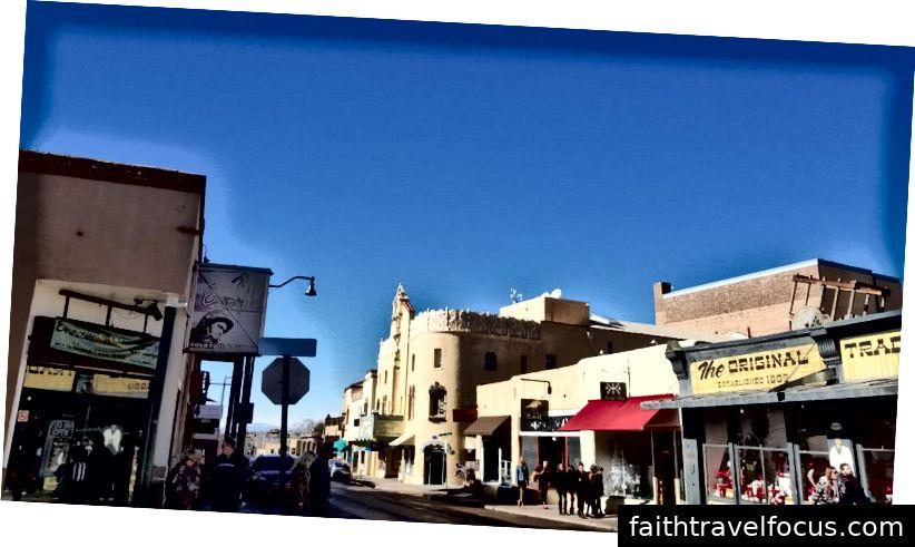 Các cửa hàng ở phần cũ của Santa Fe.