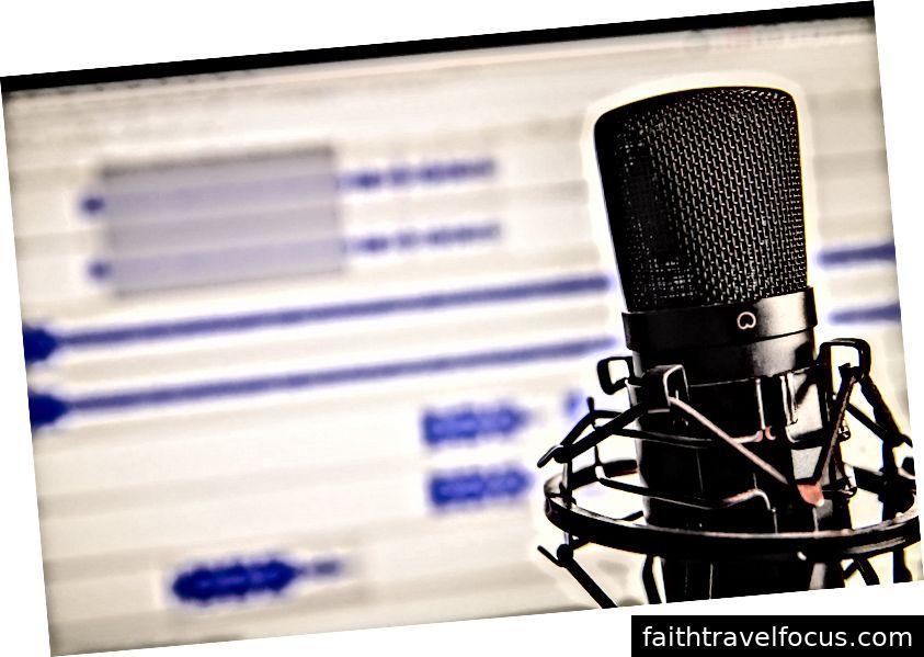 Các podcast thường được gọi là đài phát thanh mới. Ảnh: Pexels