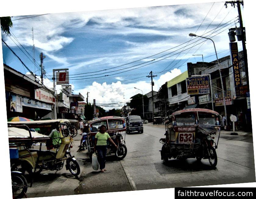Khung cảnh đường phố ở thành phố Tanjay, Negros Oriental [WikiMedia Commons]
