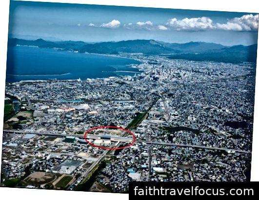 Ảnh chụp từ trên cao của ga Shin-Aomori, từ https://www.tohokuandtokyo.org/