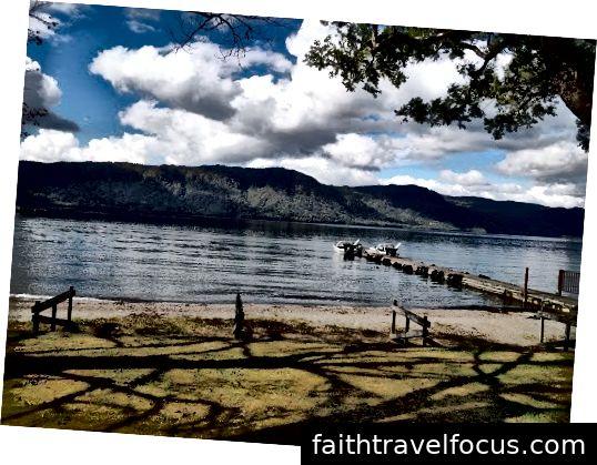 Buổi sáng đi dạo quanh hồ