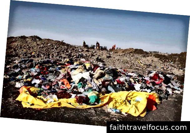 Đống tàn phá tại địa điểm gặp nạn gần thị trấn Bishoftu
