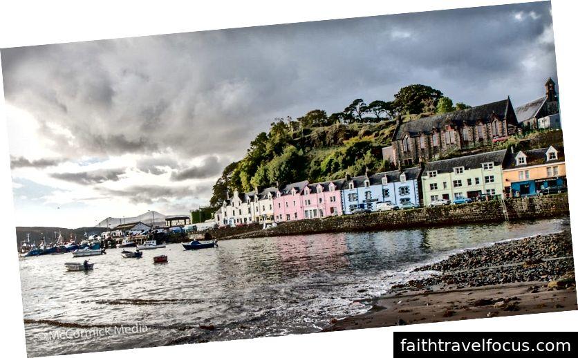 Portree thị trấn thủ đô của Isle of Skye.