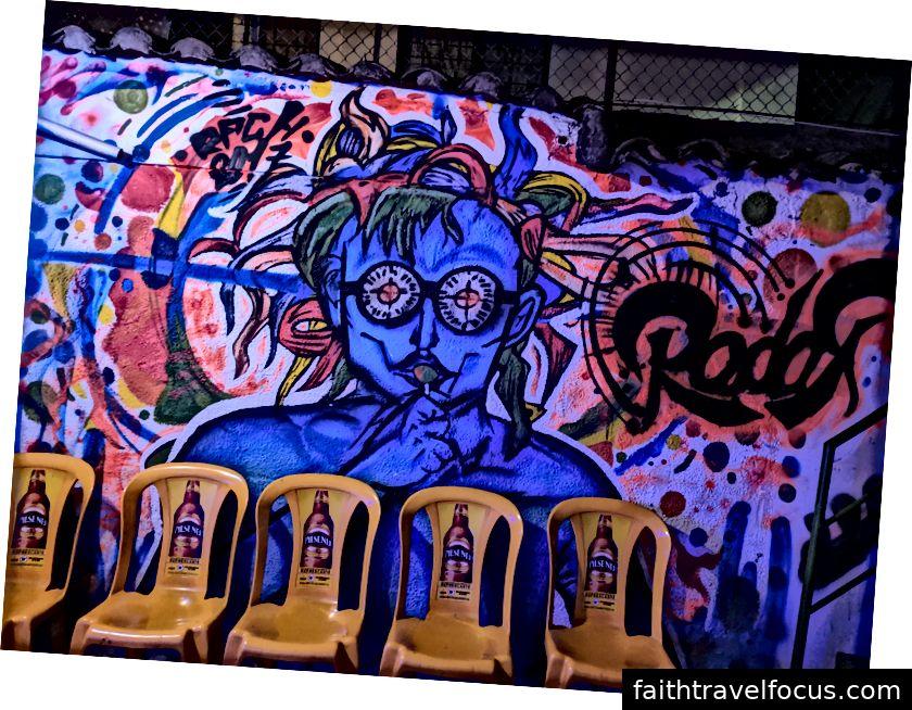 Nghệ thuật trong sân của câu lạc bộ Radar LGBTQ +.