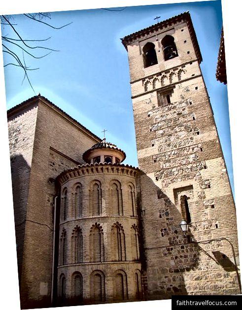 Convento de Santo Domingo El Antiguo (ảnh của Antonio.velez, nguồn: Wikipedia, được sử dụng theo các điều khoản)