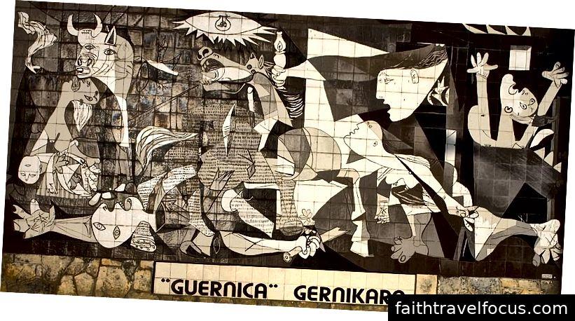 Bức tranh tường Bức tranh Guernica Cảnh của Picasso được làm bằng gạch và kích thước đầy đủ (ảnh của Papamanila, nguồn: Wikipedia, được sử dụng theo thuật ngữ)