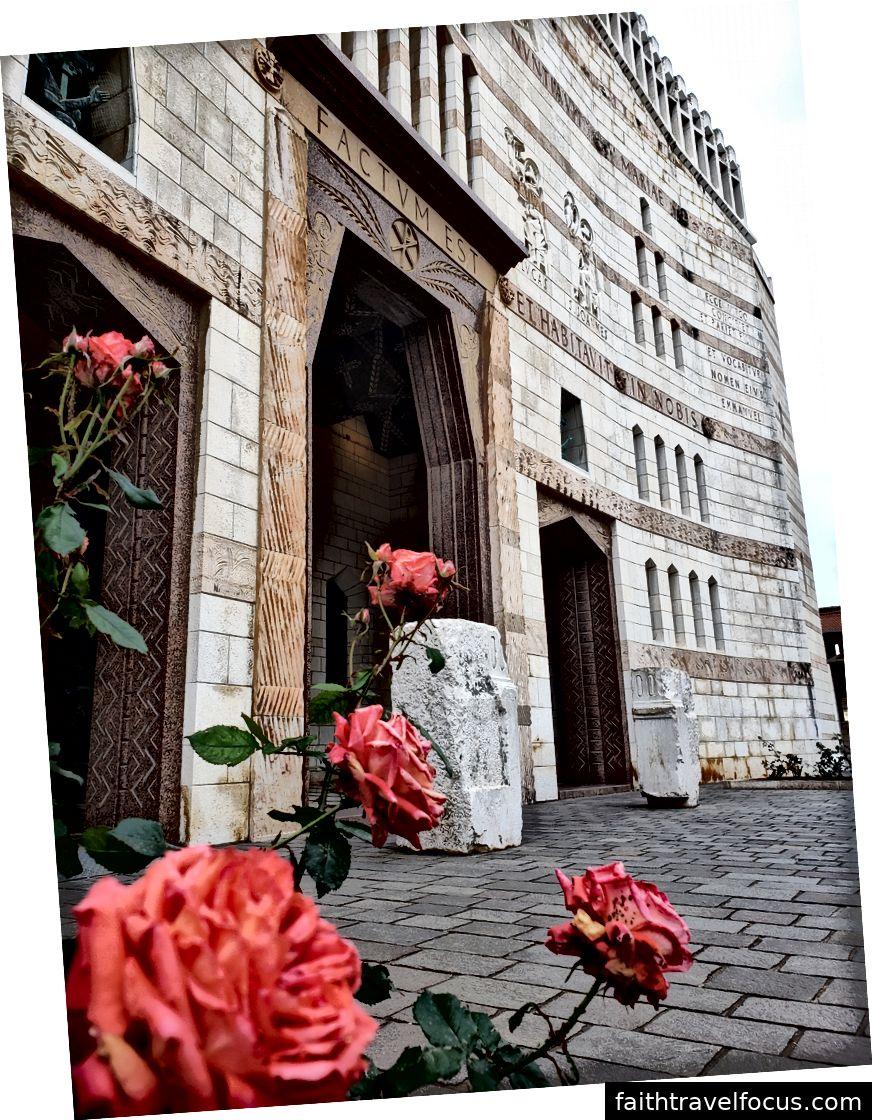 Hộ chiếu đang phát triển của tôi, Chị em của Nazareth Convent, Nhà thờ Truyền tin