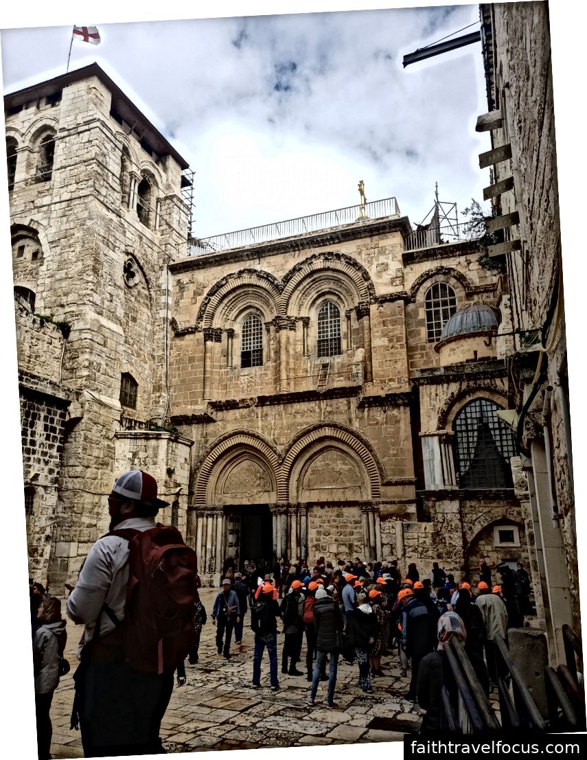 Hàng trên cùng: nến, nhiều người xếp hàng chờ đợi, nơi dự đoán về cái chết của Chúa Jesus. Hàng dưới cùng: nơi chôn xác Jesus, nơi chôn cất Ngài, bên ngoài Nhà thờ Holy Sepulcher