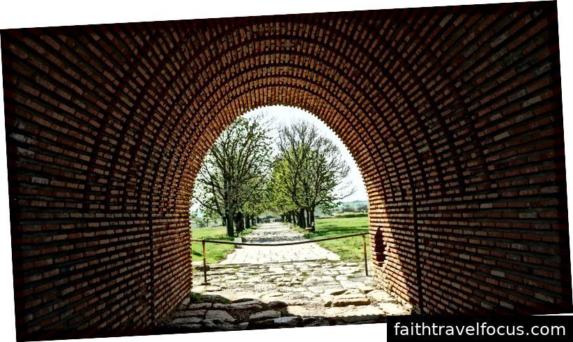 Lối vào pháo đài giống như cánh cửa tủ quần áo đến Narnia