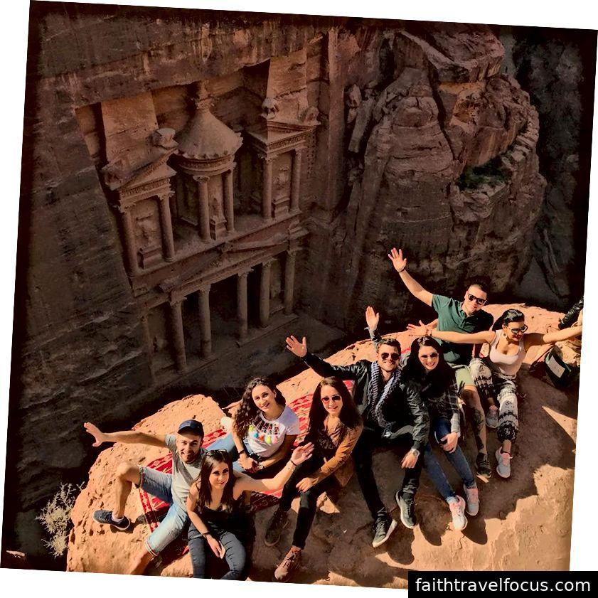 Hình ảnh nhóm từ trên cao. Kho bạc ở Petra.