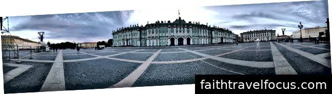 Toàn cảnh Cung điện mùa đông và Cung điện mùa đông
