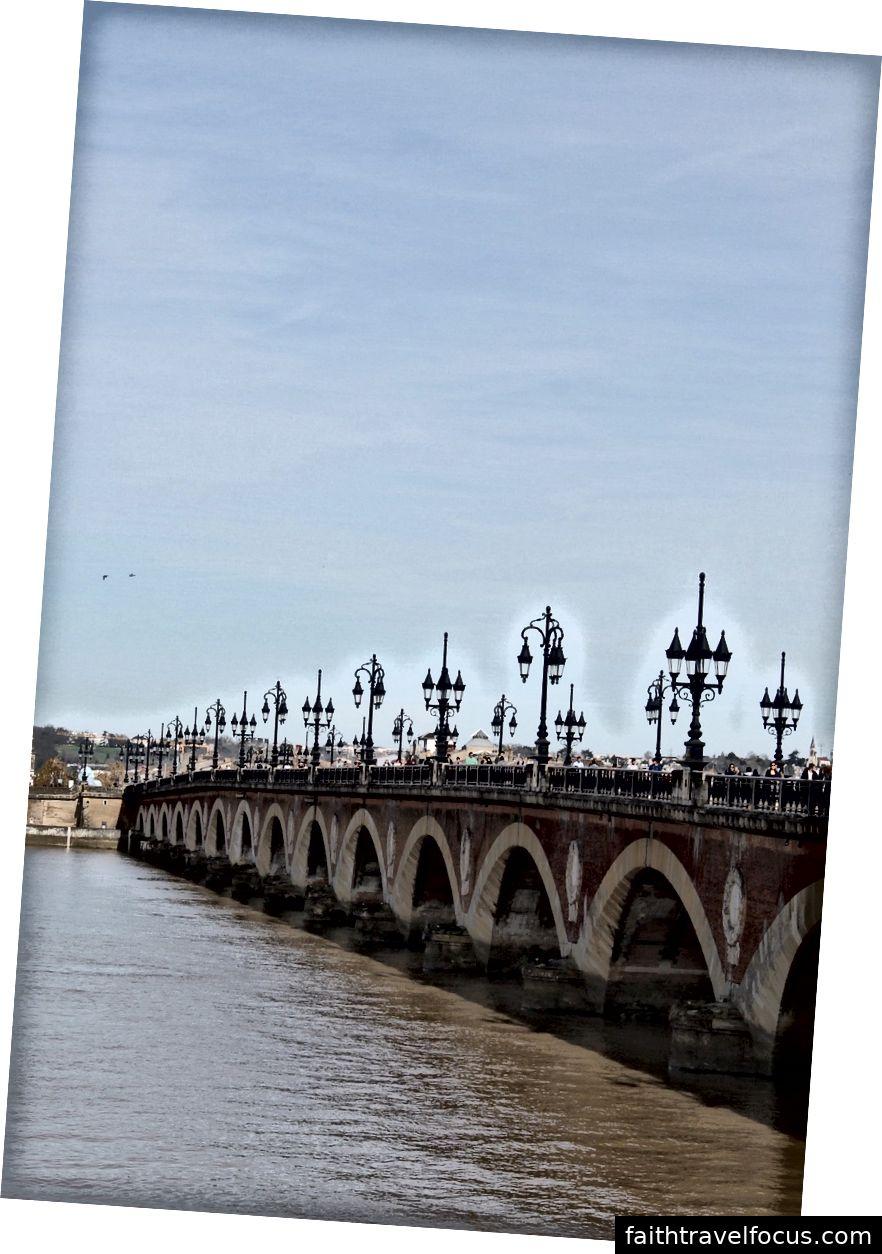 Lượt xem từ đi bộ xung quanh Bordeaux.