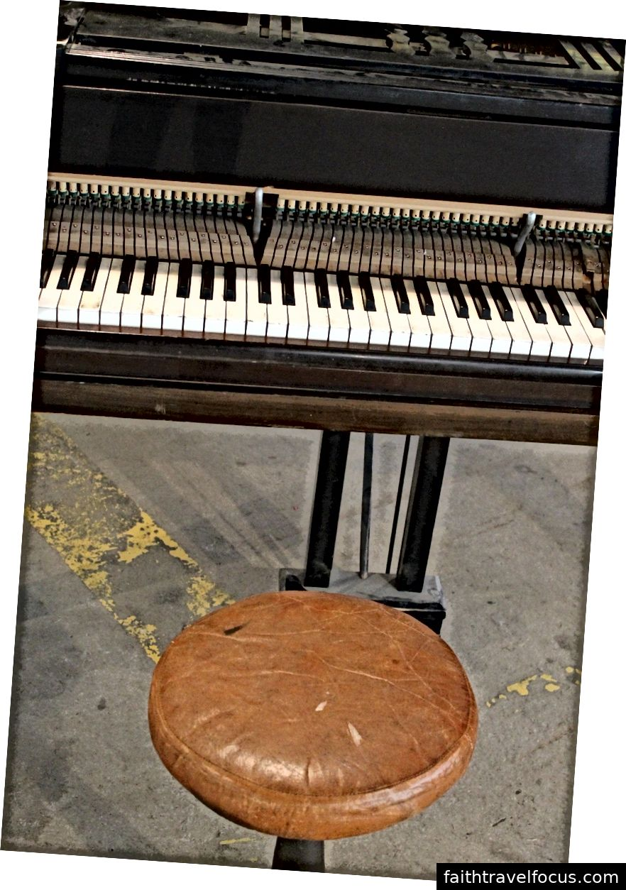 Đàn piano có phím Ngà.