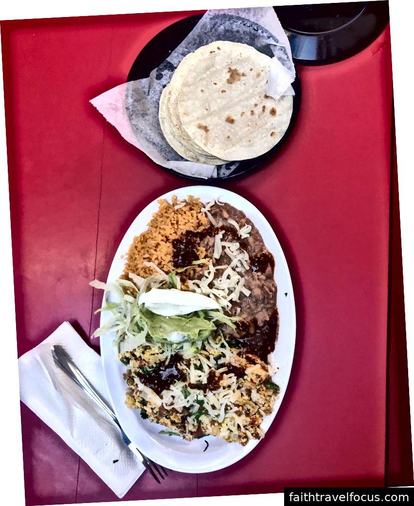 Nơi này được gọi là Las Famosas de Jose và nó khá gần với Cung điện, nhưng nó ra khỏi dải. Thực phẩm Mexico xác thực.